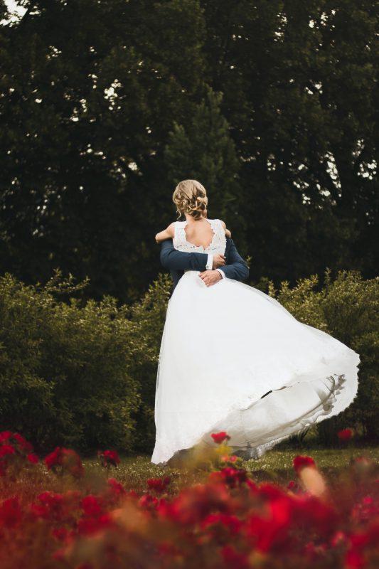 Bielizna ślubna – wygodna czy elegancka?